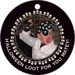 Tiny Charms Circle Hang Tag In Tuxedo